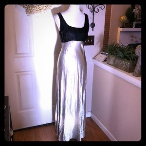 Stunning Jay Jacobs Silver Metallic & Black Gown
